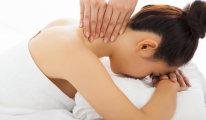 Как делается массаж шейно-воротниковой зоны?