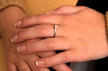 Что делать, если сильно болят и опухают кисти рук?