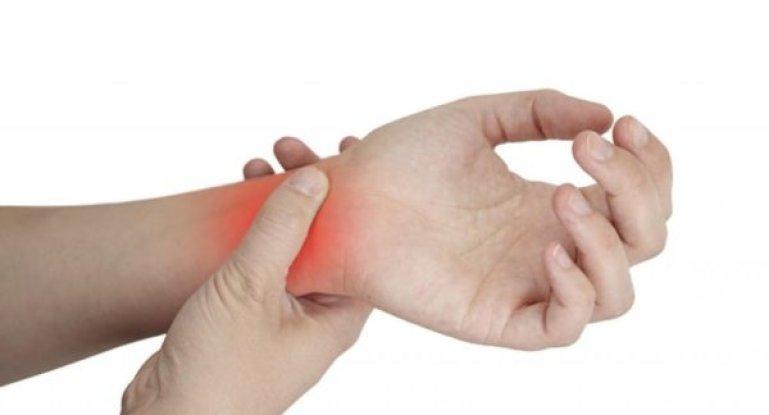 Почему болят кисти рук и что поможет избавиться от дискомфорта?