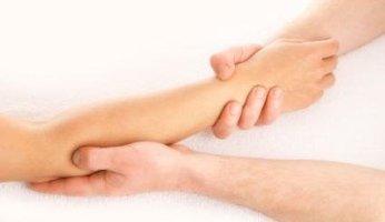Боль в руке от кисти до локтя: почему болит и как лечить?