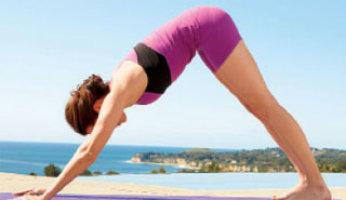 Помогает ли йога при сколиозе?