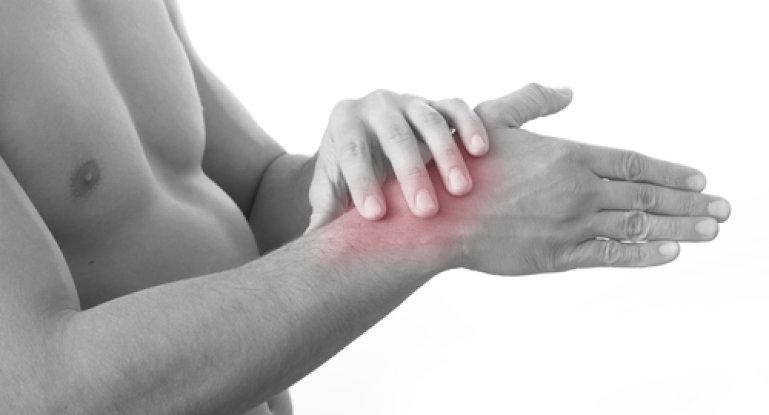 Что делать, если растянули связки руки?