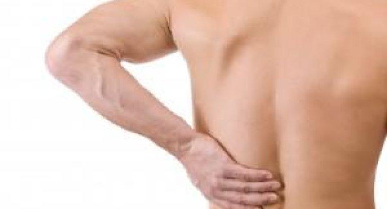 Что предпринять, если человек потянул спину?