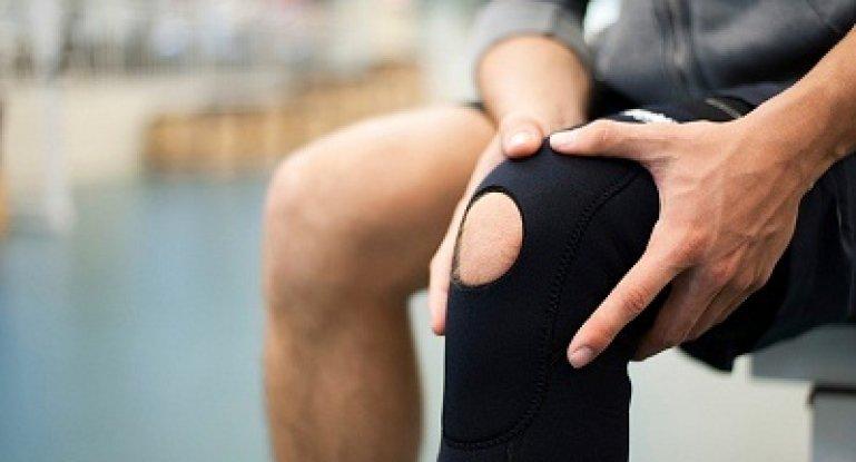 Почему могут болеть колени при ходьбе вверх и вниз?