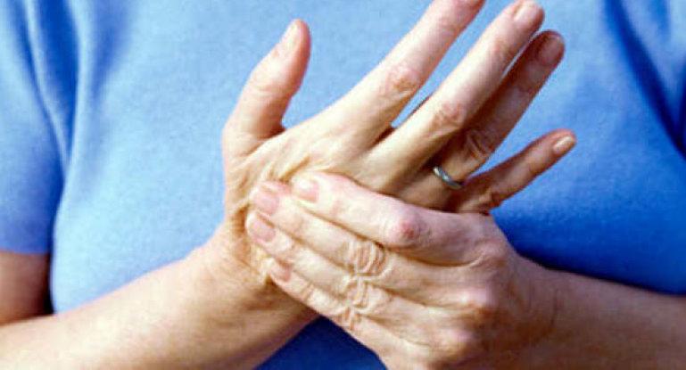 Когда немеют кисти рук — стоит бить тревогу?
