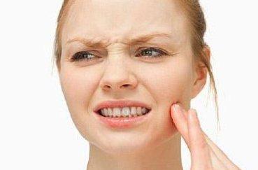 Как можно получить вывих челюсти и методика эффективного лечения