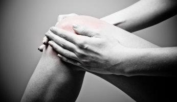 Почему щелкает коленный сустав и что с этим делать?