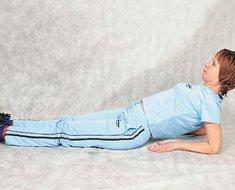 Первое упражнение лежа