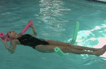 Чем может помочь плавание при шейном остеохондрозе?