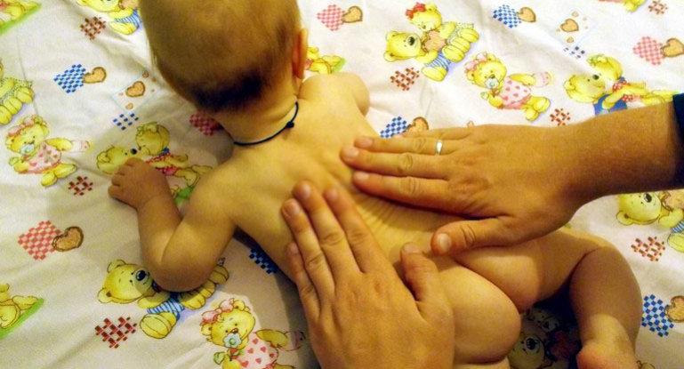 Можно ли самому делать массаж грудничку для укрепления мышц спины?