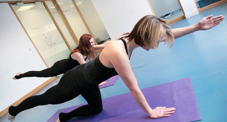Лечимся при грыже поясничного отдела позвоночника: гимнастика и упражнения