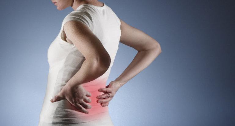 Почему болит спина при вдохе и тяжело дышать?
