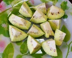 Нарезанный кусочками плод