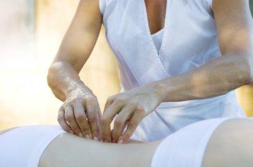 Как правильно делать медовый массаж при остеохондрозе: техника…