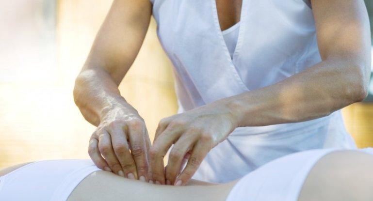 Как правильно делать медовый массаж при остеохондрозе: техника выполнения, польза и противопоказания