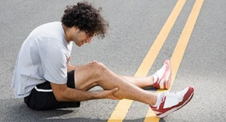 От чего бывают судороги ног и как от них избавиться