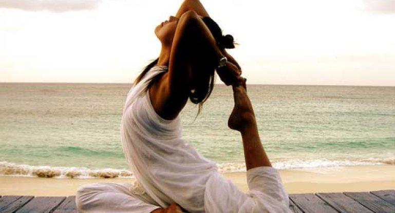 Грыжа позвоночника и йога: возможны ли занятия при этом заболевании?