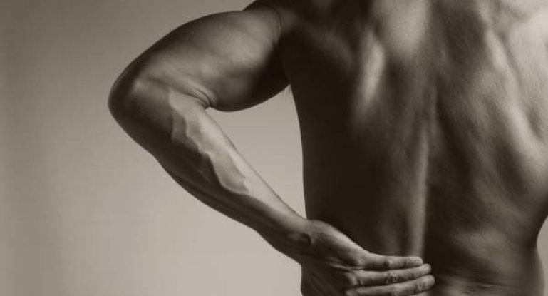 Надорвал спину: как провести лечение дома?