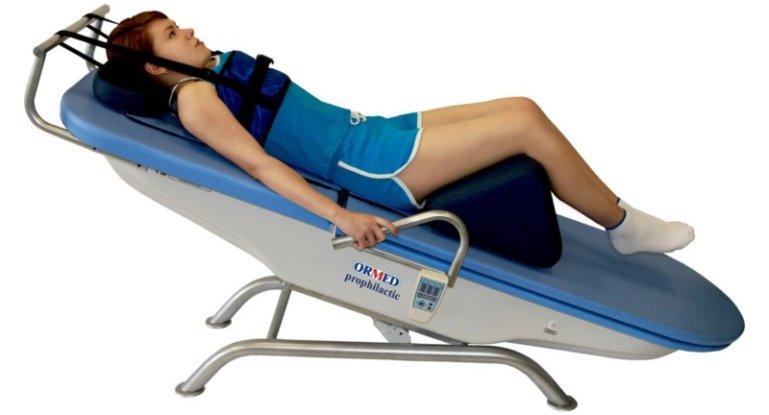 Как проводить вытяжение позвоночника при остеохондрозе или грыже?