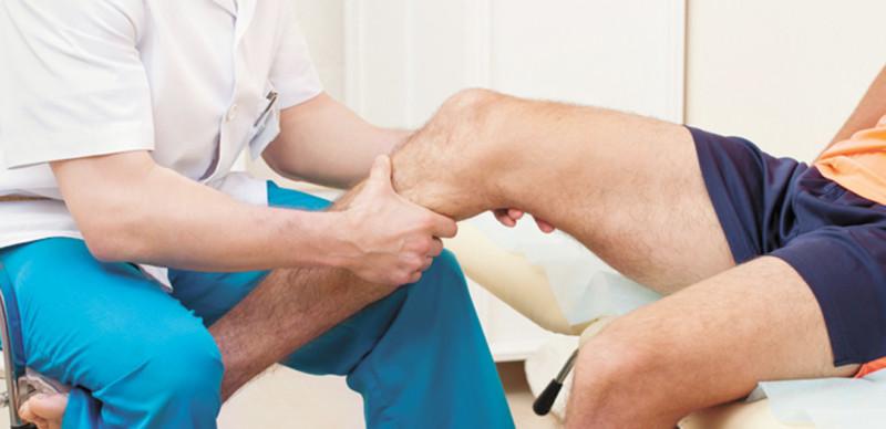 Осмотр ноги лечащим врачом