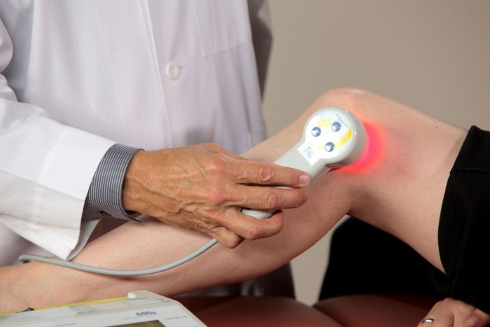 Физиопроцедура на колене