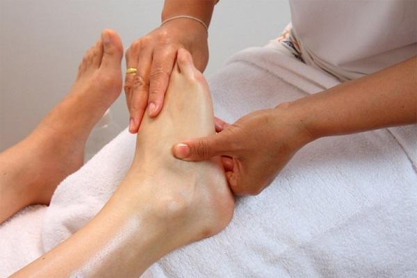 Снятие отека методом массажа