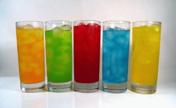 Газированные напитки в стопках