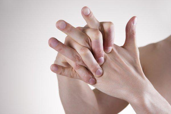 Разминаем суставы рук