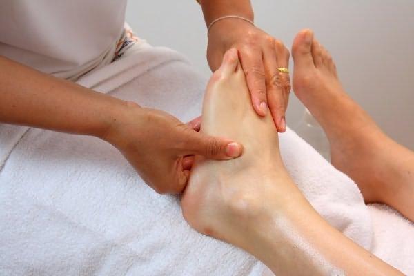 Лечебный массаж на голеностоп