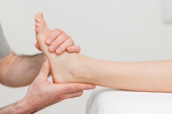 Изображение - Лечение голеностопного сустава народными средствами massazh_golenostopnogo_sustava_1-e1493428095410
