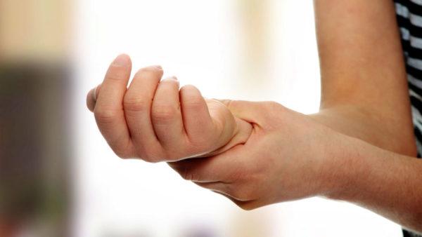 Біль в зап'ясті лівої руки причини
