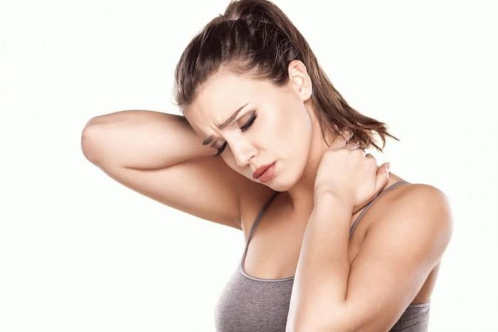 Болит шея и голова: часто хрустит шея