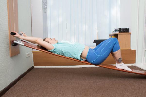 Вправление позвоночника: упражнения на тренажере Евминова